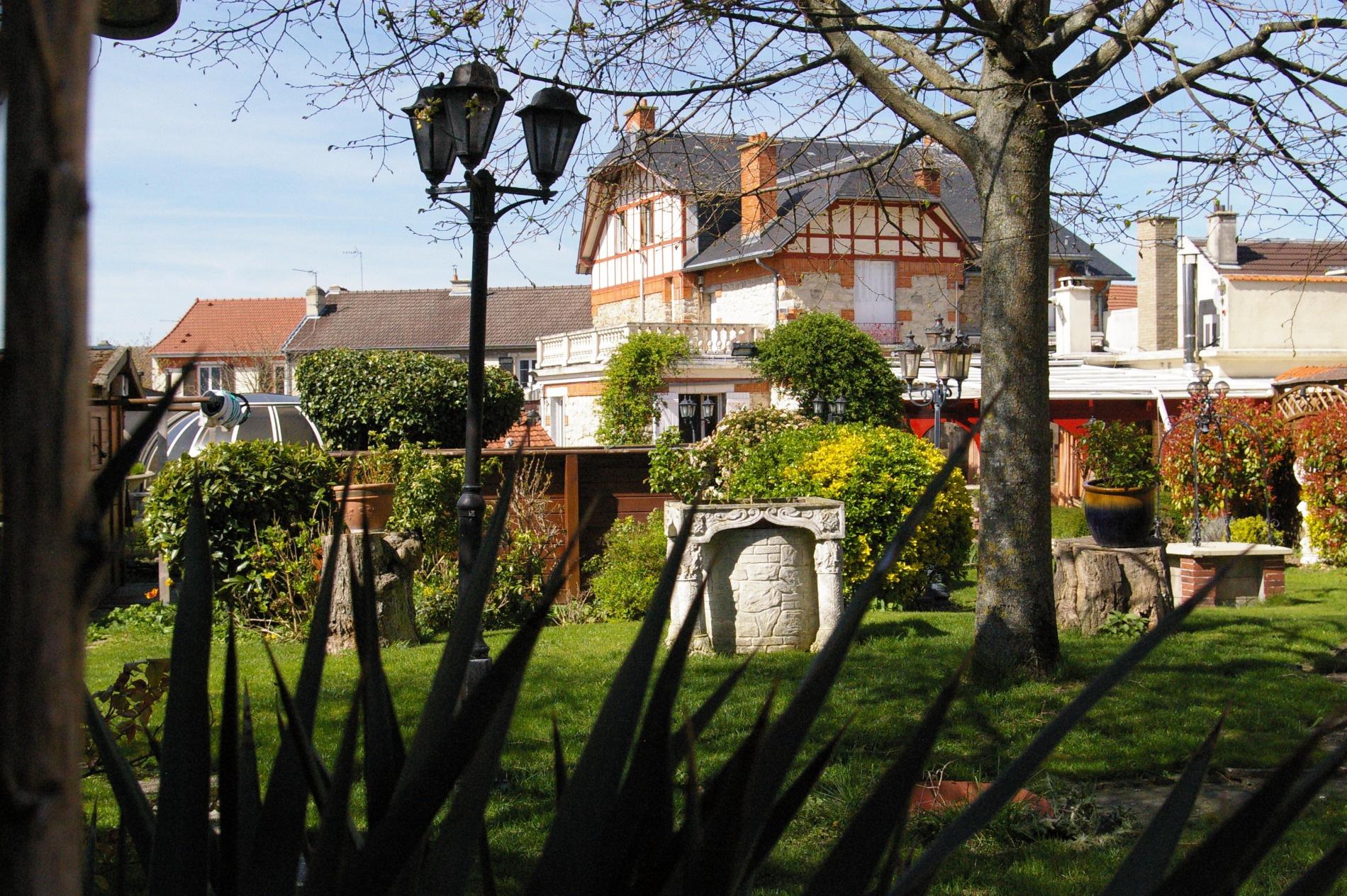 Maison pierre reims creer un jardin interieur clermont - Deco jardin avec gravier clermont ferrand ...